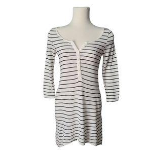 4/$30 H&M Black & White Stripe V neck Tunic Dress